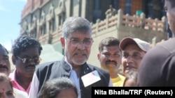 Peraih Nobel dan aktivis hak anak Kailash Satyarthi berbicara kepada media tentang perdagangan anak dan pelecehan seksual di Kanyakumari, India, 11 September 2017. (Foto: Reuters / Nita Bhalla)