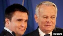 9일 프랑스 파리에서 장마르크 에로 프랑스 외무장관(오른쪽)과 파블로 클림킨 우크라이나 외무장관이 만남을 가졌다.