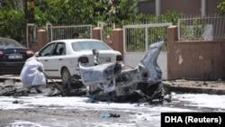 petugas forensik tengah memeriksa lokasi ledakan di Reyhanli, provinsi Hatay, Turki, yang berbatasan dengan Suriah, 5 Juli 2019. (Foto: dok). Sebuah kendaraan pengangkut migran mengalami kecelakaan di Turki Timur, menewaskan sedikitnya empat orang.