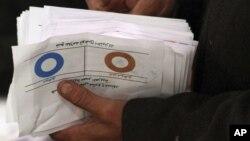 Избирательная комиссия Египта объявила, что почти 64% проголосовавших избирателей поддержали новую конституцию
