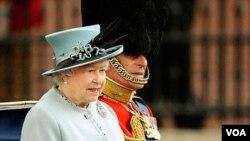 El programa formal de la pareja real británica, la reina Isabel y el príncipe Felipe, comenzará con la visita a una exposición de flores en Canberra.