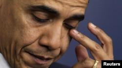 Obama, okul katliamı üzerine konuşurken gözyaşlarını tutamadı