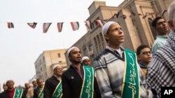 Tín đồ Hồi giáo diễu hành kỷ niệm ngày sinh nhật của Tiên tri Muhammad tại Cairo, tháng 12/2015.