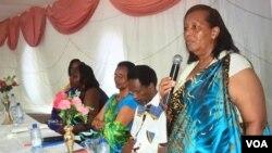 Marie Louise Baricako ni umuyobozi w'umuhari 'Inamahoro' w'Abarundikazi bari mu buhungiro, afashe ijambo mu nama ku munsi mpuzamakungu w'abakenyezi talike 8 z'ukwa gatatu uno mwaka.