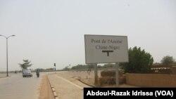 Le pont Chine-Niger, fruit de la coopération entre les deux pays, à Niamey, 3 septembre 2018. (VOA/Abdoul-Razak Idrissa)