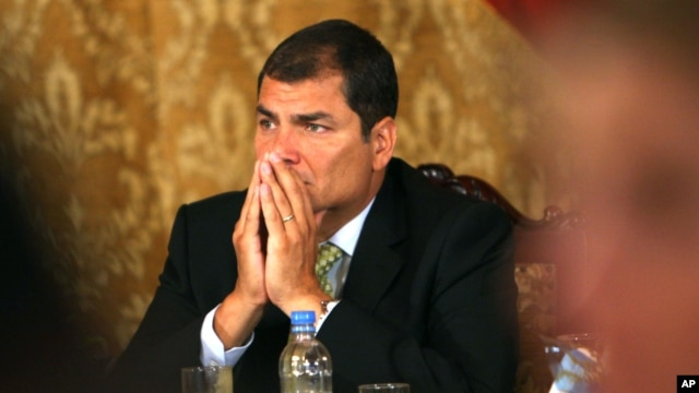 """En un anuncio en Milán, en el marco de una gira por Europa, Rafael Correa dijo que existe una conspiración para """"tumbar"""" su gobierno."""
