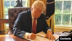 فرمان اجرایی دوم ترامپ قرار بود از ۲۶ اسفند اجرا شود.