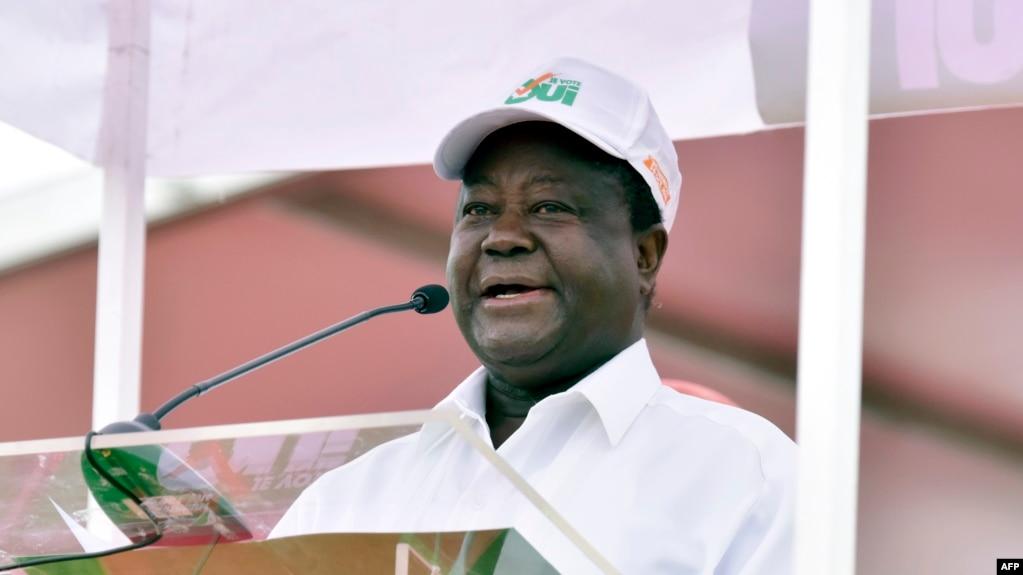 L'ancien président ivoirien, Henri Konan Bédié, s'exprime lors d'un rassemblement au stade Félix Houphouët-Boigny, à Abidjan, le 22 octobre 2016.