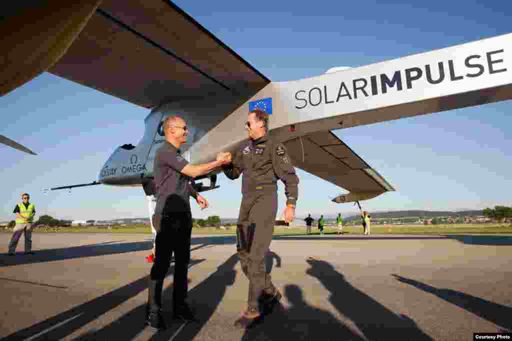 Пілоти Бертран Піккар & та Андре Борщберг, Липень 2011. (Фото: Laurent Kaeser)