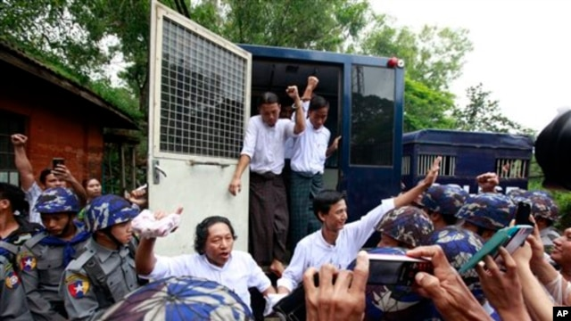 Student protesters, get off a police truck upon arrival at a township court for their trial Tuesday, July 14, 2015, in Tharyarwaddy township, Bago Division, north of Yangon, Myanmar. Student activists protested against a new education law at Letpadan in March 2015 appeared in a township court Tuesday for the 8th time of their trial in Tharyarwaddy. (AP Photo/Khin Maung Win)