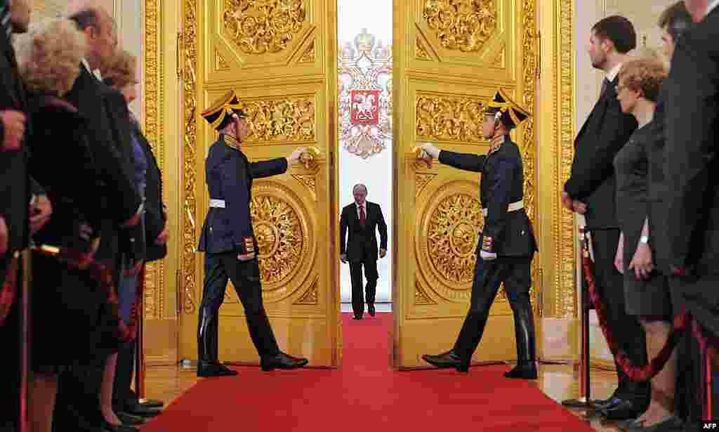Володимир Путін прибув в Андріївський зал Кремля для складання присяги. 07.05.2012.AP