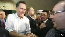 Massachusets sobiq gubernatori Mit Romni Vashington shtatida saylovchilar bilan uchrashmoqda, 2-mart, 2012-yil