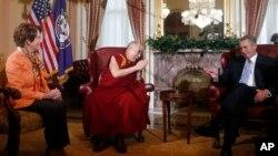 El Dalai Lama se entrevistó con el presidente republicano y la líder de la minoría demócrata de la Cámara de Representantes.