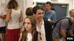Маша Гессен привела на собрание гей-активистов в Манхэттене свою дочь Елку