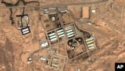 Tehron yaqinidagi Parchin harbiy bazasining fazodan olingan surati, 13-avgust, 2004-yil.