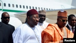Nigeria's President Goodluck Jonathan (C) on visit to Borno state, March 7, 2013