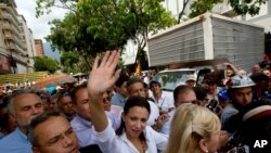 Después de negarle su entrada a la Asamblea Nacional, la diputada opositora María Corina Machado viajó a Brasil para exponer ante el Congreso la crisis que se vive en Venezuela.