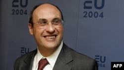 Antonio Vitorino à La Haye, le 18 septembre 2004.