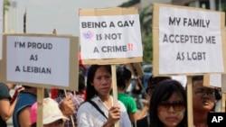 Para aktivis LGBT Indonesia dalam sebuah demonstrasi persamaan hak di Jakarta, 2011.