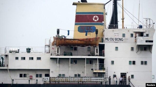 멕시코 정부에 억류된 북한 화물선 무두봉 호가 지난해 4월 툭스판 항구에 정박해 있다. (자료사진)