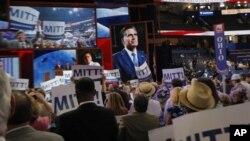 28일 미 공화당 전당대회에서 미트 롬니 대통령 후보가 등장하자 환호하는 대의원들.