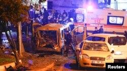 Cảnh sát tới hiện trường của một vụ nổ ở trung tâm Istanbul, Thổ Nhĩ Kỳ, ngày 10 tháng 12, 2016.