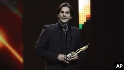"Arbaaz Khan accepts his award for best picture for his work in ""Dabangg"" during the International Indian Film Academy (IIFA) awards show in Toronto June 25, 2011."