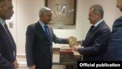 خواجہ آصف کی روسی وزیرِ دفاع کے ساتھ ملاقات کی فائل فوٹو