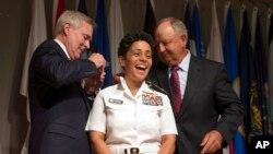 خانم هوارد اولین زن چهار ستاره جنرال در قوای بحري امریکا