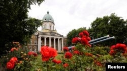 """FILE - Roses bloom outside the Imperial War Museum in central London. A new exhibition on display is """"Lee Miller: A Woman's War"""", ends on April 24, 2016."""