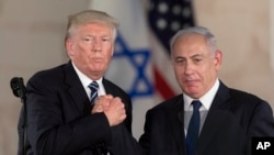 U.S. President Donald Trump, left, and Israeli Prime Minister Benjamin Netanyahu shake hands at the Israel museum in Jerusalem, May 23, 2017.