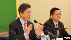 Ông Sun Chanthol, Bộ trưởng Công chánh và Giao thông Kampuchia phát biểu tại cuộc họp báo của Diễn đàn Kinh tế Thế giới về ASEAN ngày 8/5/2017.