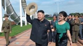 Prezida wa Korea ya Ruguru, Kim Jong-Un n'Umutambukanyi Wiwe, Ri Sol-Ju