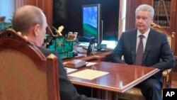 Сергей Собянин беседует с президентом Владимиром Путиным (Фото из архива)