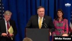 از راست: نیکی هیلی سفیر آمریکا در سازمان ملل، مایک پمپئو وزیر خارجه و جان بولتون مشاور امنیت ملی کاخ سفید