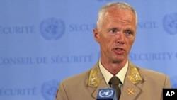 联合国驻叙利亚监督团队负责人穆德少将2012年6月19日在纽约联合国总部同记者谈话
