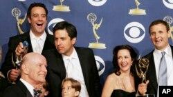 """""""Tout le monde aime Raymond"""", les Emmys, Los Angeles, le 18 septembre 2005 .(AP Photo/Reed Saxon)"""