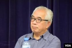 時事評論員程翔在研討會上表示,民間約章應該擬訂一份具有法律效力的「香港人的立場書」,為2047做準備。(美國之音湯惠芸攝)