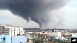 In this video grab a large plume of smoke rises from the Mexican State oil company Petroleos Mexicanos' petrochemical plant after an explosion in Coatzacoalcos, Mexico, April 20, 2016.
