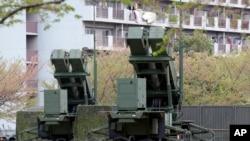日本自卫队在东京国防部旁部署的导弹拦截系统 (2013年4月9日)