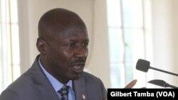 Ibrahim Magu, ex-president de la Commission des crimes économiques et financiers, à Abuja, le 13 juillet 2020. (VOA/Gilbert Tamba)