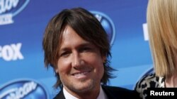 "FILE - Singer Keith Urban arrives for the finale of Season 14 of ""American Idol"" in Los Angeles, California, May 13, 2015."