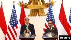 Menteri Luar Negeri Amerika Serikat John Kerry dan Menteri Luar Negeri Indonesia Marty Natalegawa dalam konferensi pers dalam kunjungan Kerry ke Jakarta, Februari 2014. (Foto: dok.)
