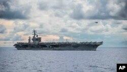 រូបឯកសារ៖ នាវា USS Ronald Reagan កំពុងធ្វើនាវាចរណ៍នៅតំបន់សមុទ្រចិនភាគខាងត្បូង កាលពីថ្ងៃទី០៦ ខែកក្កដា ឆ្នាំ២០២០។