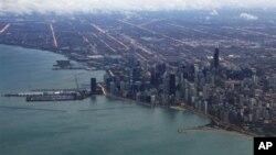 Chikago - biznes, siyosiy va madaniy markaz. Uch millionga yaqin aholisi bor. Prezident Barak Obama uni ona shahar deb biladi.