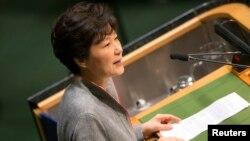 24일 박근혜 한국 대통령이 유엔 총회에서 연설하고 있다. 박 대통령은 북한 정부에 핵을 포기하는 결단을 촉구했다.