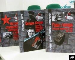 已出版的斯大林制度历史、大饥荒等研究著作(美国之音白桦拍摄)