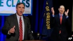 Senator Partai Demokrat Jeff Merkley dari negara bagian Oregon, berbicara di sebuah acara Partai Demokrat di Portland, Oregon. (Foto: Dok)