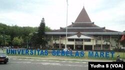 Kampus Universitas Sebelas Maret, Solo. (Foto: VOA/Yudha)