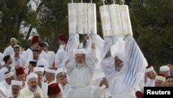 Warga Yahudi merayakan hari libur Sukkot di Tepi Barat (foto: ilustrasi). 4 warga Palestina ditangkap karena ikut menghadiri perayaan 'Sukkot'.
